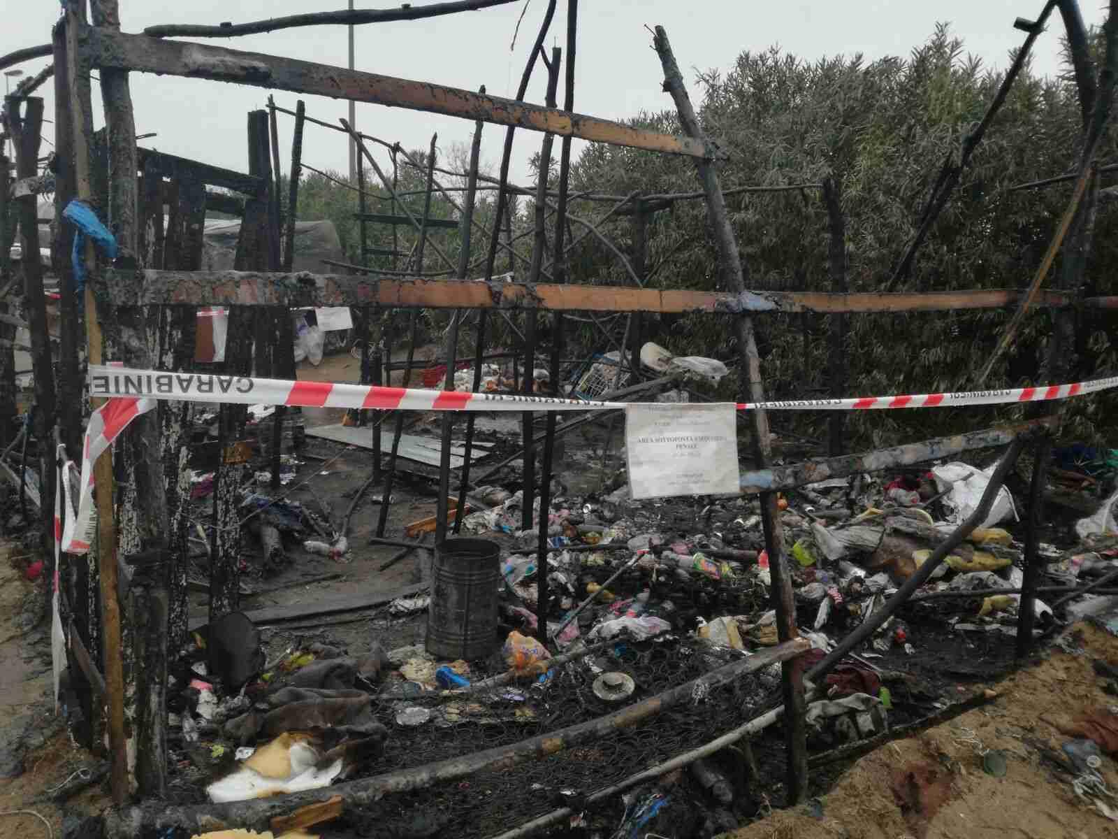 Incendio alla tendopoli di San Ferdinando: tre feriti. Uno è grave