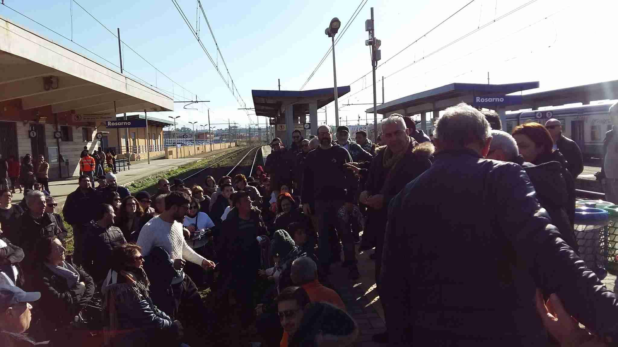 Dopo il blocco dei treni il movimento 14 luglio incontra Oliverio
