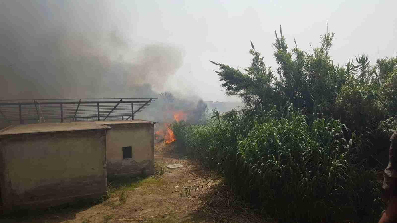 Incendio sulla Tangenziale, auto finisce contro un mezzo dei vigili del fuoco