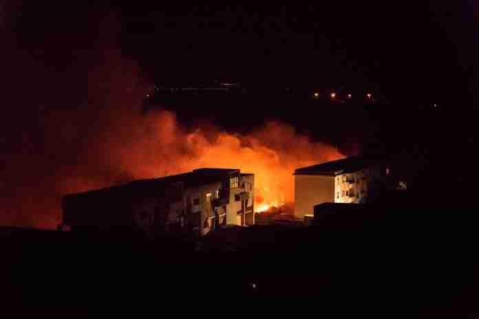 Incendio Ciambra (foto di Giuseppe Tripodi)