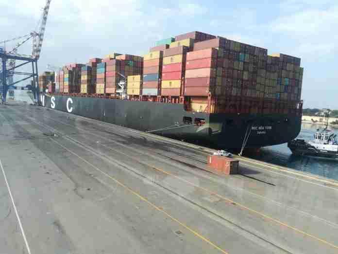 La Msc New York lascia il porto di Gioia Tauro