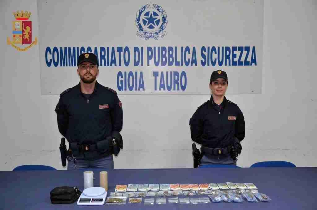 Tre siciliani arrestati in Polinesia: sullo yacht avevano mezza tonnellata di cocaina